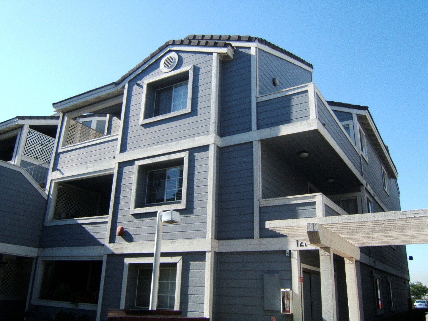 4 LAKEVIEW APARTMENTS